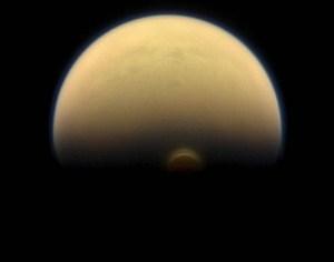 Vórtice atmosférico sobre o polo sul de Titã