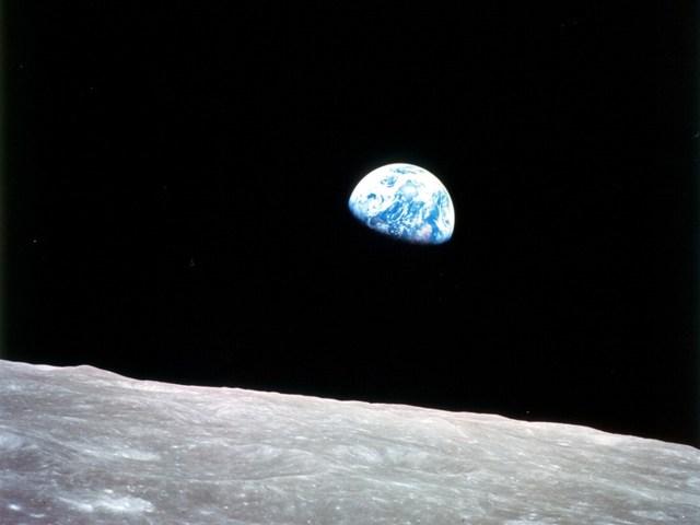 Duelo de fotógrafos: astronautas contra satélites
