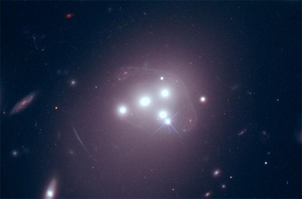 Coração do enxame Abell 3827 - Hubble.