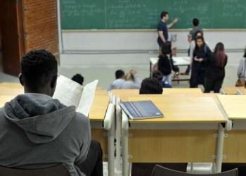 Governo do Amazonas publica decreto proibindo acesso às escolas estaduais para aplicação do Enem