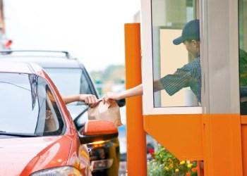 DRIVE-THRU E DELIVERY DE RESTAURANTES NÃO TÊM LIMITE DE HORÁRIO DE FUNCIONAMENTO
