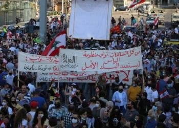 LIBANESES VÃO ÀS RUAS COMEMORAR 1º ANIVERSÁRIO DE PROTESTOS