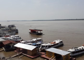 LANCHA COM COMITIVA DE CANDIDATO A PREFEITO AFUNDA NO RIO AMAZONAS