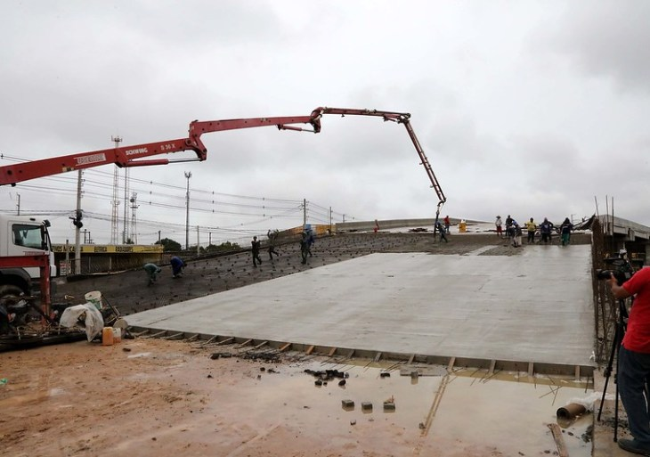 'Obra magnífica', diz prefeito ao vistoriar os trabalhos finais do complexo viário do Manoa