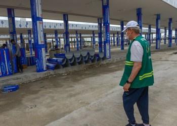 Prefeito vistoria fase final de obra do Terminal 6 e instalação de LED pelos bairros