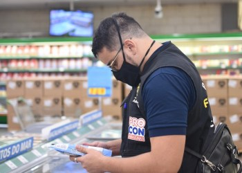 Procon-AM apreende mais de 150 quilos de produtos em supermercado na zona norte de Manaus