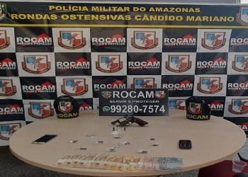 ROCAM DETÉM HOMENS EM POSSE DE ARMA E ENTORPECENTES, NO BAIRRO COMPENSA