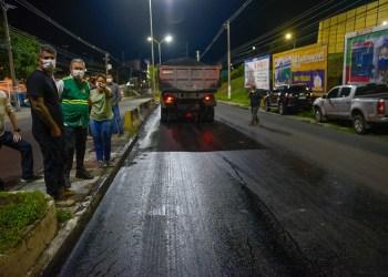 Prefeito Arthur Neto vistoria obras noturnas de requalificação viária na avenida Rodrigo Otávio
