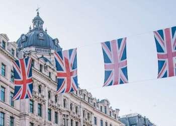 Três países vetam voos do Reino Unido depois de mutação do coronavírus