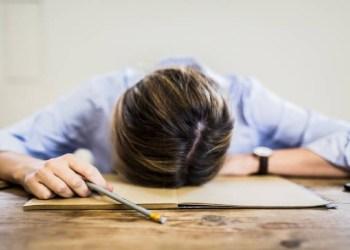 DE BURNOUT A DEPRESSÃO: DOENÇAS PSICOLÓGICAS LIGADAS À VIDA PROFISSIONAL