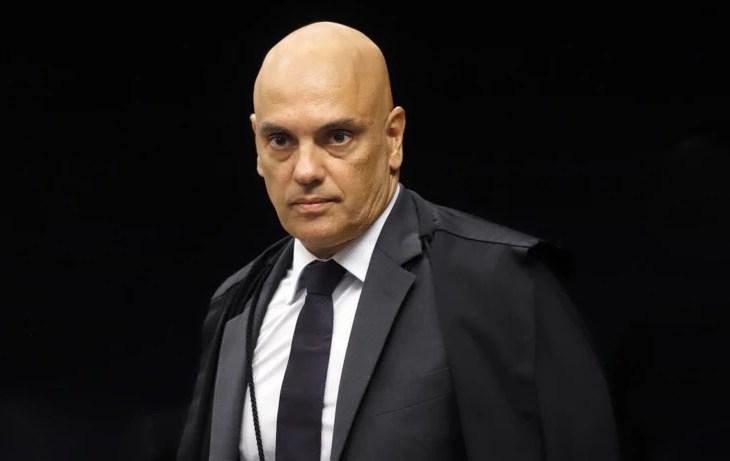Moraes decide que Bolsonaro não pode desistir de depor à PF