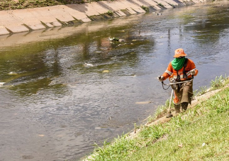 Prefeitura leva serviços de limpeza em igarapés da cidade