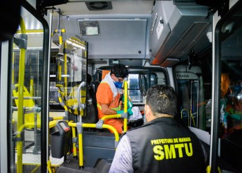 Prefeitura fiscaliza garagens de ônibus para verificar limpeza dos veículos