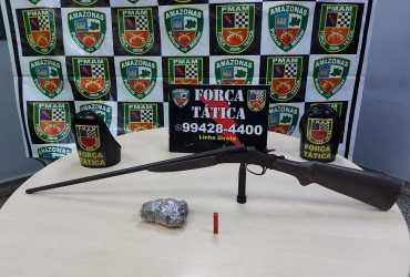 Polícia Militar apreende arma de fogo e porção de drogas na Compensa