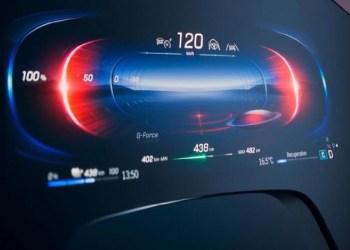 Nova central multimídia da Mercedes ocupa todo o painel e ainda sugere músicas