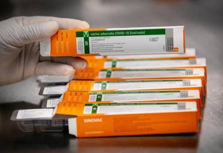 Estudo: Pfizer gera 10 vezes mais anticorpos que a CoronaVac