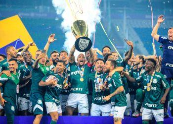 Palmeiras vence o Santos com gol nos acréscimos e é campeão da Libertadores