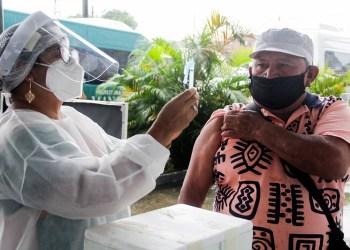 Prefeitura e UEA estudam parceria para ampliar postos de vacinação contra a Covid-19 em Manaus