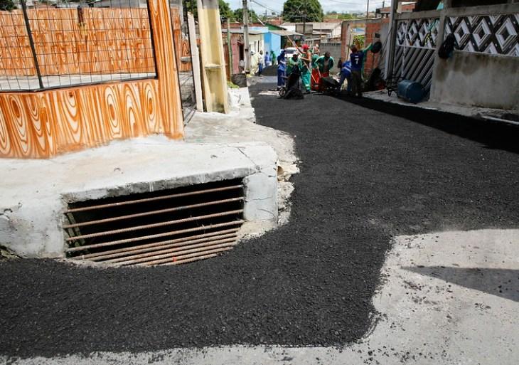 Ruas do bairro São José 4 recebem asfalto pela primeira vez