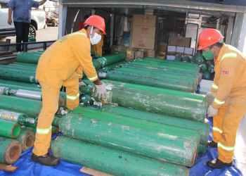 Governo do Amazonas envia 137 cilindros de oxigênio, insumos e medicamentos para seis municípios do interior