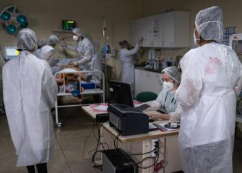 With a steep increase in the number of cases and deaths caused by COVID-19, the health care system in Manaus, the capital of the state of Amazonas, collapsed for the second time in January 2021. MSF is supporting José Rodrigues Emergency Unit (UPA), which is now adapted to focus on COVID-19 patients, with doctors, nurses and mental health care.