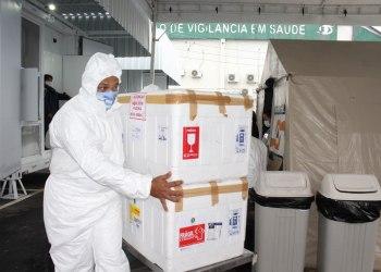 """""""Especialista em logística"""": Pazuello troca estados e manda vacinas que seriam para o Amazonas ao Amapá"""