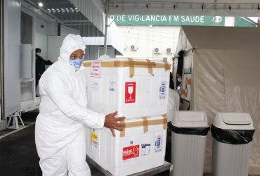 Governo do Amazonas entrega terceira remessa de vacinas contra a Covid-19 para a Prefeitura de Manaus