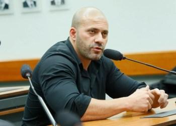 Deputado Daniel Silveira deixa PF e vai para batalhão prisional