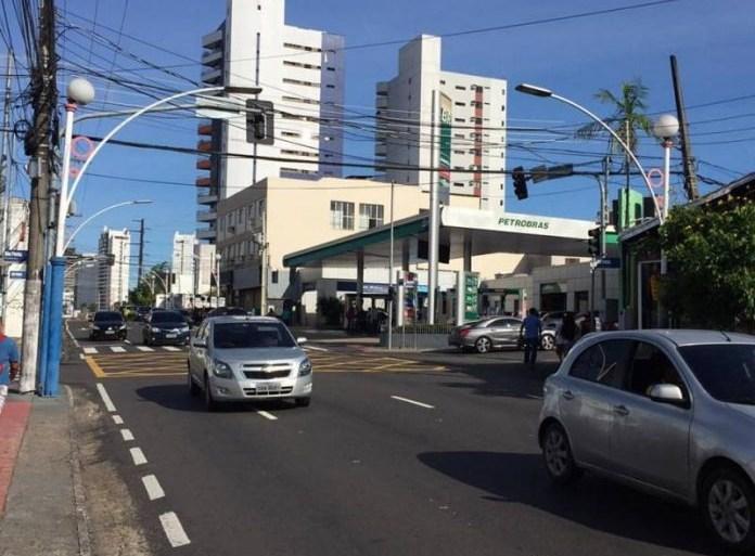 Prefeitura orienta sobre mudanças no trânsito e transporte na rua João Valério para reparo emergencial na tubulação