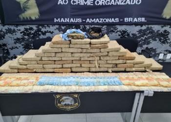 Dupla suspeita de tráfico foi presa com carro de luxo cheio de drogas e R$ 15 mil reais