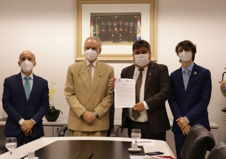 Ouvidorias do TCE-AM e da Câmara Municipal de Manaus assinam termo de cooperação