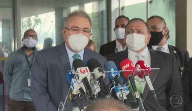 Bolsonaro dá posse a Queiroga como ministro da Saúde em cerimônia reservada