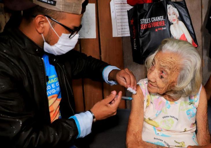COVID-19 – Maués sai na frente e inicia vacinação com pessoas a partir de 35 anos