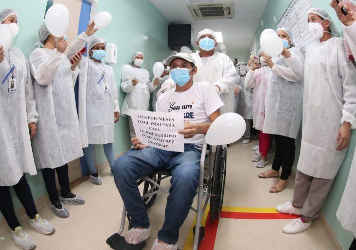 Vitória: Homem supera quadro grave da Covid-19 e recebe alta no Hospital Nilton Lins