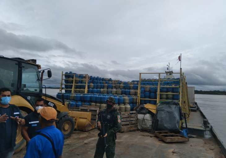 Base Arpão apreende balsa transportando mais de 7 mil botijas de gás de maneira irregular
