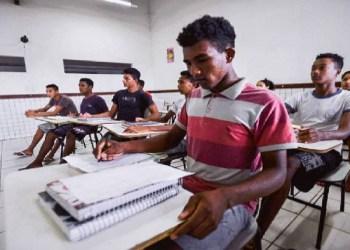 Associação Brasa oferece bolsas para jovens negros estudarem fora