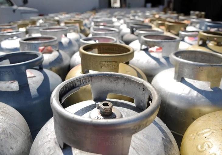 Governo analisa ajuda a famílias mais pobres para botijão de gás