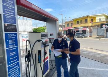 Procon-AM autua agências bancárias e notifica postos de combustíveis em Coari e Alvarães