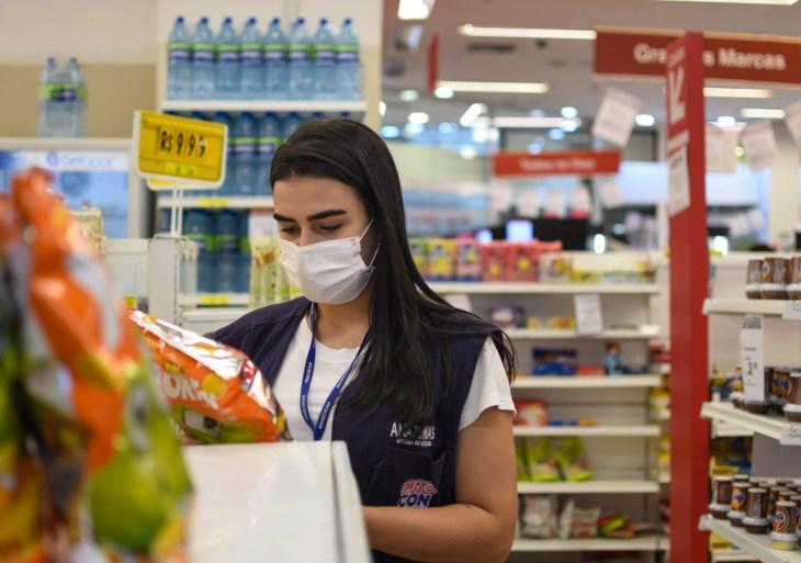 Procon-AM apreende mais de 30 Kg de produtos vencidos em supermercados de Manaus