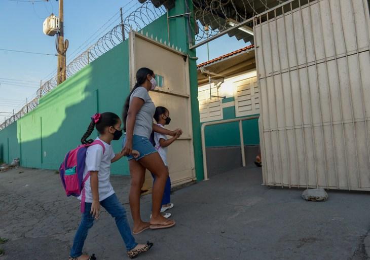 Mais de 400 unidades de ensino da Prefeitura de Manaus abrem as portas para o início das aulas híbridas