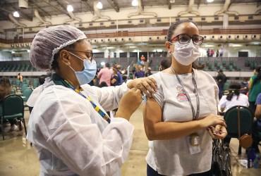Prefeito David Almeida anuncia meta de vacinar 100% da população de Manaus até final de agosto