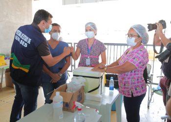Wilson Lima destaca eficácia davacinacontra a Covid-19 na abertura do viradão para imunizar 214 mil pessoas
