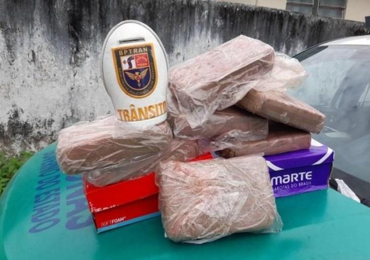 Durante blits da Força Nacional, traficante abandona carro com drogas em Manaus