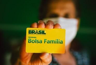 Bolsonaro anuncia novo Bolsa Família no valor de R$ 300