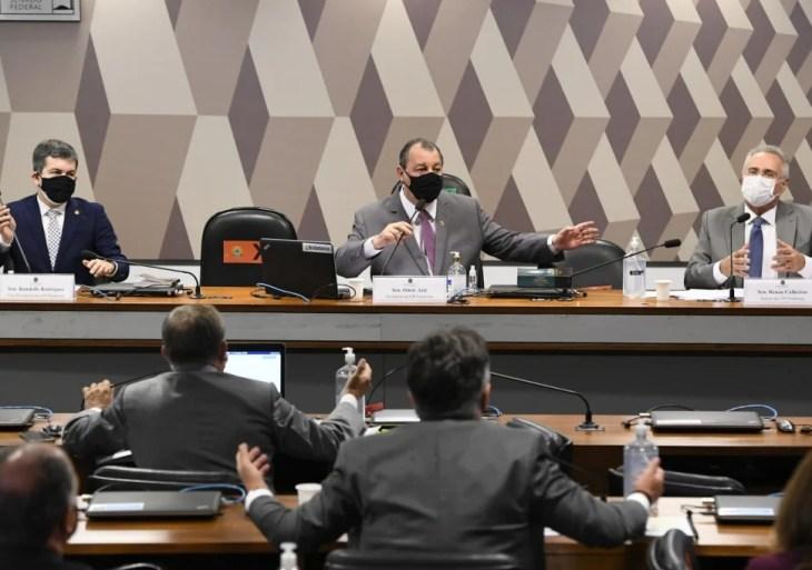 CPI da Covid-19 adia depoimento de Carlos Wizard e auditor do TCU