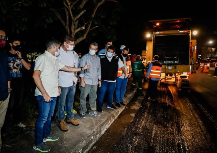 Peixoto acompanha com David e Rotta trabalhos de recapeamento realizados na avenida das Torres
