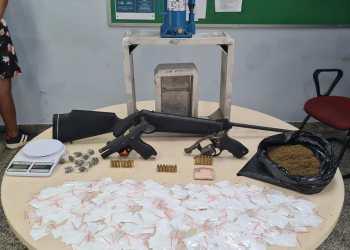 Ação 'Pronta Resposta' prende homem e apreende drogas e armas no bairro Redenção
