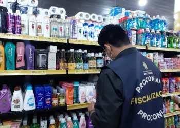 Procon-AM apreende mais de 40 Kg de alimentos e produtos de limpeza em supermercado na zona leste de Manaus
