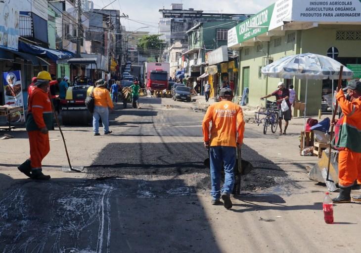 Prefeitura intensifica ação preventiva em ruas do Centro para amenizar os impactos causados pela cheia