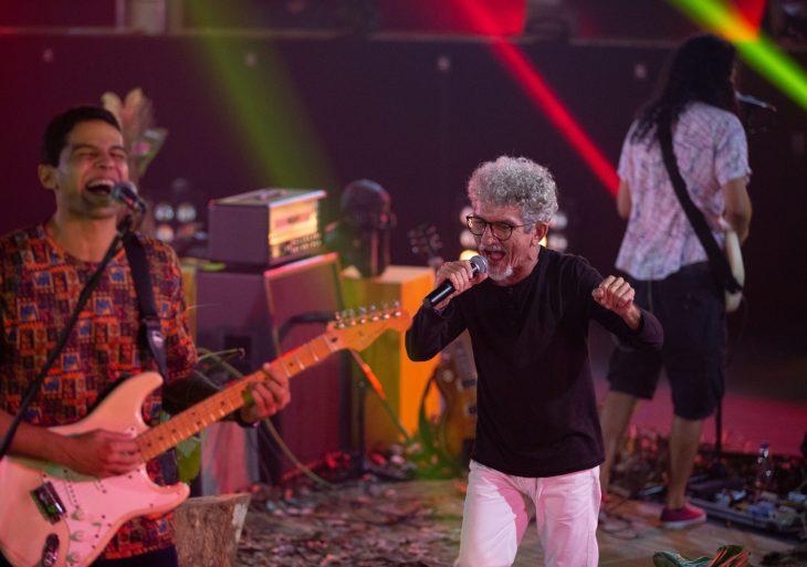 Neuber Uchôa lança música nova em Manaus